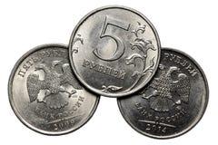 Νόμισμα πέντε ρούβλια σε ένα άσπρο υπόβαθρο Στοκ φωτογραφία με δικαίωμα ελεύθερης χρήσης