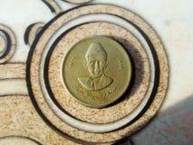 Νόμισμα πορτρέτου Jinnah στο θορυβώδες υπόβαθρο κύκλων