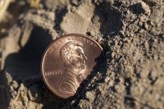 Νόμισμα στο έδαφος Στοκ φωτογραφίες με δικαίωμα ελεύθερης χρήσης
