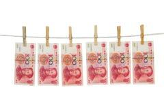 Νόμισμα της Κίνας στη σκοινί για άπλωμα Στοκ Εικόνες