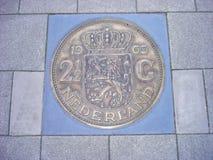 Νόμισμα 2.5 φιορινιών στο πεζοδρόμιο Στοκ Εικόνα