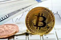 Νόμισμα Bitcoin στο πληκτρολόγιο lap-top Στοκ φωτογραφία με δικαίωμα ελεύθερης χρήσης
