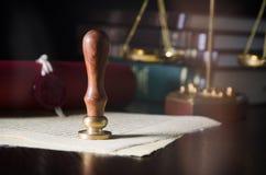Νόμος, νομικός, δημόσια έννοια συμβολαιογράφων Σφραγίδα κεριών σε χειροποίητο χαρτί Στοκ Εικόνες