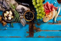 Νόστιμα ορεκτικά ιταλικά μεσογειακά ελληνικά WI συστατικών τροφίμων στοκ εικόνες