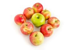 Νόστιμα ώριμα μήλα που απομονώνονται στο λευκό Στοκ φωτογραφία με δικαίωμα ελεύθερης χρήσης