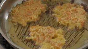 Νόστιμα fritters πατατών απόθεμα βίντεο