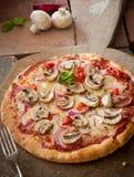 Νόστιμη χορτοφάγος ιταλική πίτσα στοκ εικόνα με δικαίωμα ελεύθερης χρήσης