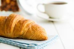 Νόστιμος βουτυρώδης croissant στοκ εικόνα