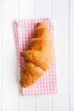 Νόστιμος βουτυρώδης croissant στοκ εικόνες