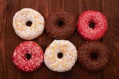 Νόστιμος που παγώνεται donuts στοκ φωτογραφίες