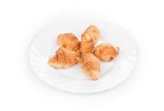 Νόστιμος croissant στο πιάτο Στοκ Εικόνα