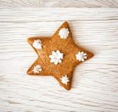 Νόστιμο αστέρι μελοψωμάτων, θέμα Χριστουγέννων, ξύλινο υπόβαθρο Στοκ φωτογραφίες με δικαίωμα ελεύθερης χρήσης