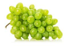 Νόστιμο πράσινο σταφύλι που απομονώνεται στο άσπρο υπόβαθρο Στοκ εικόνες με δικαίωμα ελεύθερης χρήσης