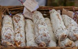 Νόστιμο σαλάμι στην τοπική αγορά αγροτών του Shropshire στοκ φωτογραφία με δικαίωμα ελεύθερης χρήσης