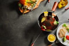 Νόστιμο φυτικό fondue που αντιμετωπίζεται άνωθεν Στοκ Εικόνα