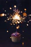 Νόστιμο cupcake με το σπινθήρισμα Στοκ φωτογραφία με δικαίωμα ελεύθερης χρήσης