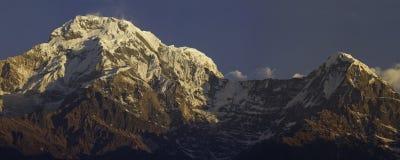 Νότια αιχμή και Hiunchuli Annapurna Στοκ Εικόνες