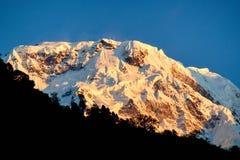 Νότια αιχμή Annapurna και πέρασμα στα βουνά του Ιμαλαίαυ, περιοχή Annapurna, του Νεπάλ στοκ εικόνες