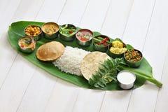 Νότια γεύματα που εξυπηρετούνται ινδικά στο φύλλο μπανανών Στοκ Εικόνες