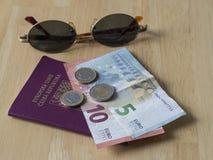Νότια Ευρώπη ταξιδιού - λογαριασμός τραπεζών πέντε και δέκα ευρώ και δύο και ο Στοκ εικόνα με δικαίωμα ελεύθερης χρήσης