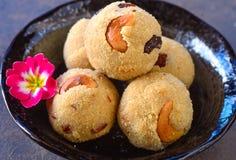 Νότια ινδικά γλυκά Rava laddoo- στοκ εικόνα με δικαίωμα ελεύθερης χρήσης