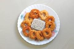 Νότια ινδικά πρόχειρα φαγητά Vada και chutney στοκ εικόνα με δικαίωμα ελεύθερης χρήσης