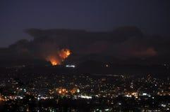 Νότια πυρκαγιά σταθμών Καλιφόρνιας τη νύχτα Στοκ φωτογραφία με δικαίωμα ελεύθερης χρήσης