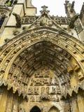 Νότια πύλη της βασιλικής της κυρίας μας σε Avioth, Γαλλία, λεπτομέρεια στοκ εικόνα