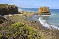 Νότια ωκεάνια ακτή στον κολπίσκο Aireys στοκ εικόνα