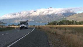 Νότιο νησί Νέα Ζηλανδία, οδήγηση Westcoast αυτοκινήτων κοντά απόθεμα βίντεο