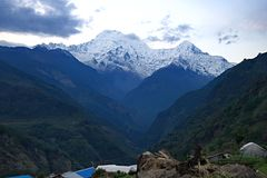 Νότος και Hiunchuli Α Annapurna Στοκ φωτογραφίες με δικαίωμα ελεύθερης χρήσης