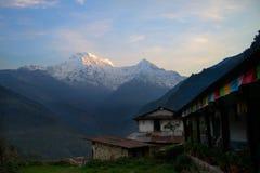 Νότος και Hiunchuli Annapurna στο ηλιοβασίλεμα Δ Στοκ Εικόνα