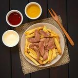 Νότος Salchipapas - αμερικανικό γρήγορο φαγητό Στοκ εικόνα με δικαίωμα ελεύθερης χρήσης