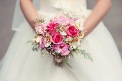 νύφη ανθοδεσμών ο γάμος εκμετάλλευσής της Στοκ εικόνες με δικαίωμα ελεύθερης χρήσης