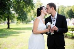 νύφη κάθε νεόνυμφος που φι& στοκ φωτογραφίες με δικαίωμα ελεύθερης χρήσης