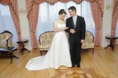 Νύφη και νεόνυμφος - επίσημοι στοκ εικόνα με δικαίωμα ελεύθερης χρήσης