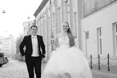 Νύφη και νεόνυμφος πριν από το γάμο στοκ φωτογραφία