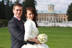 Νύφη και νεόνυμφος σε Arkhangelskoe Στοκ Εικόνα