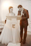 Νύφη και νεόνυμφος στην εγγραφή στοκ φωτογραφία με δικαίωμα ελεύθερης χρήσης