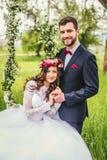 Νύφη και νεόνυμφος στην ταλάντευση Στοκ φωτογραφίες με δικαίωμα ελεύθερης χρήσης