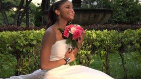 Νύφη με τα λουλούδια απόθεμα βίντεο