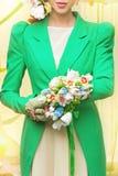 Νύφη με τη φανταχτερή ανθοδέσμη Στοκ φωτογραφία με δικαίωμα ελεύθερης χρήσης