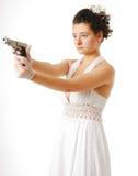 Νύφη με το πυροβόλο όπλο που απομονώνεται στο λευκό Στοκ Φωτογραφίες