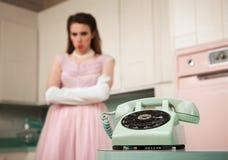 Νύφη που περιμένει τηλεφωνικώς στοκ εικόνα με δικαίωμα ελεύθερης χρήσης