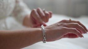 Νύφη που προετοιμάζεται για το γάμο απόθεμα βίντεο