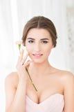Νύφη στο ρόδινο φόρεμα Στοκ εικόνα με δικαίωμα ελεύθερης χρήσης