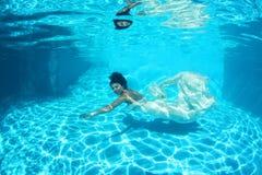 Νύφη φαντασίας υποβρύχια Στοκ φωτογραφία με δικαίωμα ελεύθερης χρήσης