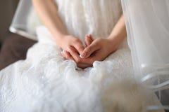 Νύφη χεριών που συσσωρεύεται από κοινού Στοκ φωτογραφίες με δικαίωμα ελεύθερης χρήσης