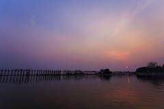 Νύφη u -u-bein στο χρόνο ηλιοβασιλέματος Στοκ φωτογραφίες με δικαίωμα ελεύθερης χρήσης