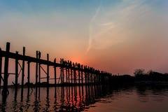 Νύφη u -u-bein στο χρόνο ηλιοβασιλέματος Στοκ Εικόνες